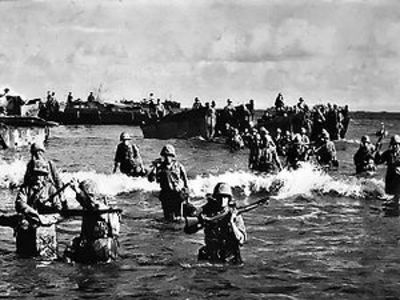 300pxmarines_wading_ashore_on_tinia